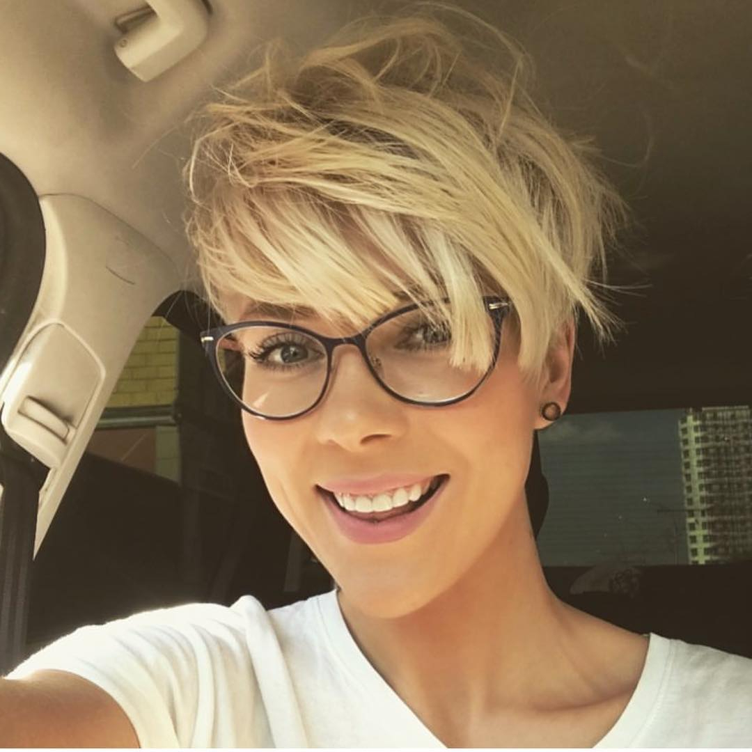 Displaying Photos Of Short Hairstyles For Women With Glasses View