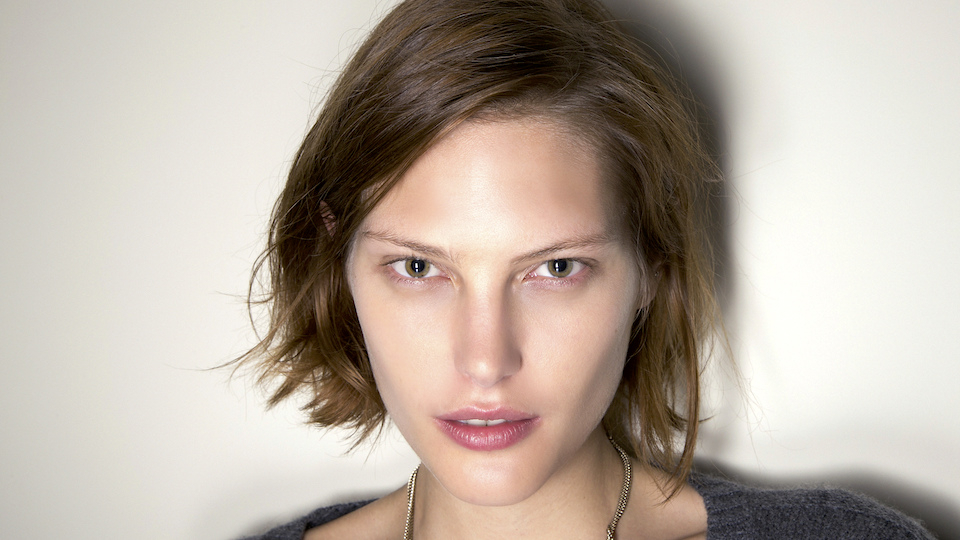 12 Medium Short Hairstyles We Love   Stylecaster For Frizzy Razored White Blonde Bob Haircuts (View 25 of 25)