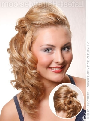 14 Cutest Side Ponytail Ideas For 2018 That You Need To See! In Twisted Front Curly Side Ponytail Hairstyles (View 1 of 25)