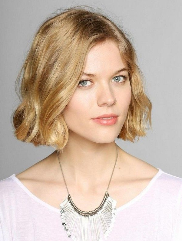 15 Cute Chin Length Hairstyles For Short Hair | Next Haircut With Regard To Jaw Length Wavy Blonde Bob Hairstyles (View 2 of 25)