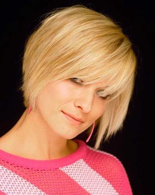 15 Cute Chin Length Hairstyles For Short Hair – Popular Haircuts Regarding Jaw Length Wavy Blonde Bob Hairstyles (View 21 of 25)