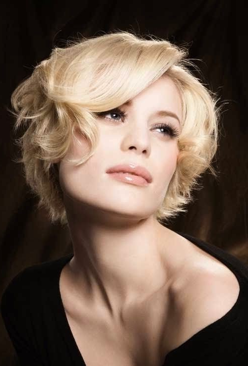 15 Cute Chin Length Hairstyles For Short Hair – Popular Haircuts With Regard To Jaw Length Wavy Blonde Bob Hairstyles (View 7 of 25)