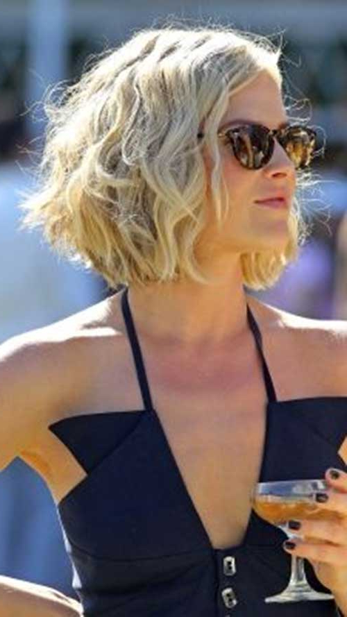 15 Unique Chin Length Layered Bob | Short Hairstyles 2017 – 2018 With Regard To Jaw Length Wavy Blonde Bob Hairstyles (View 15 of 25)