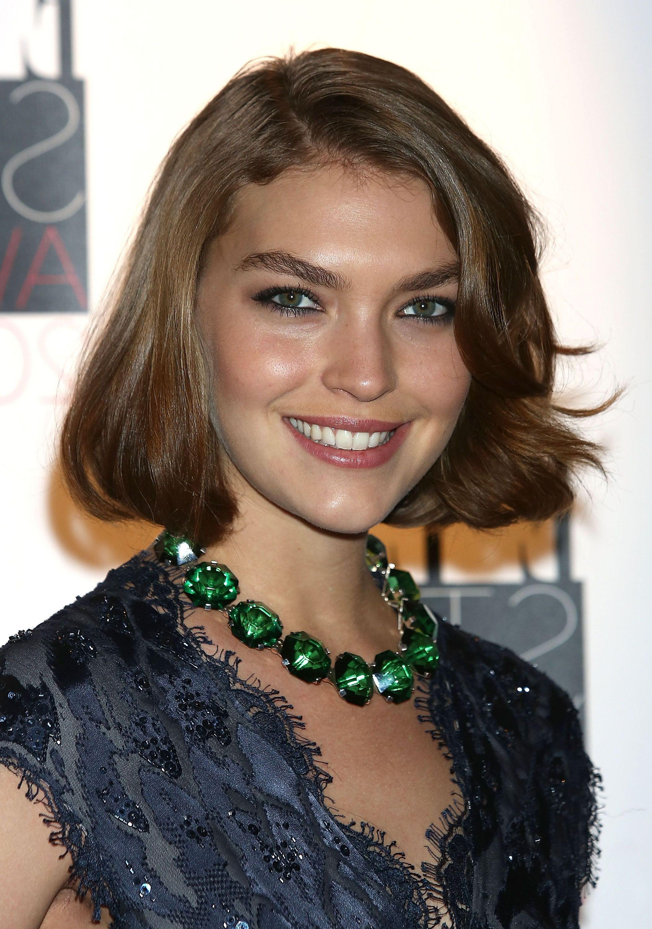 16 Flattering Haircuts For Long Face Shapes Pertaining To Short Haircuts For Thick Hair Long Face (View 11 of 25)