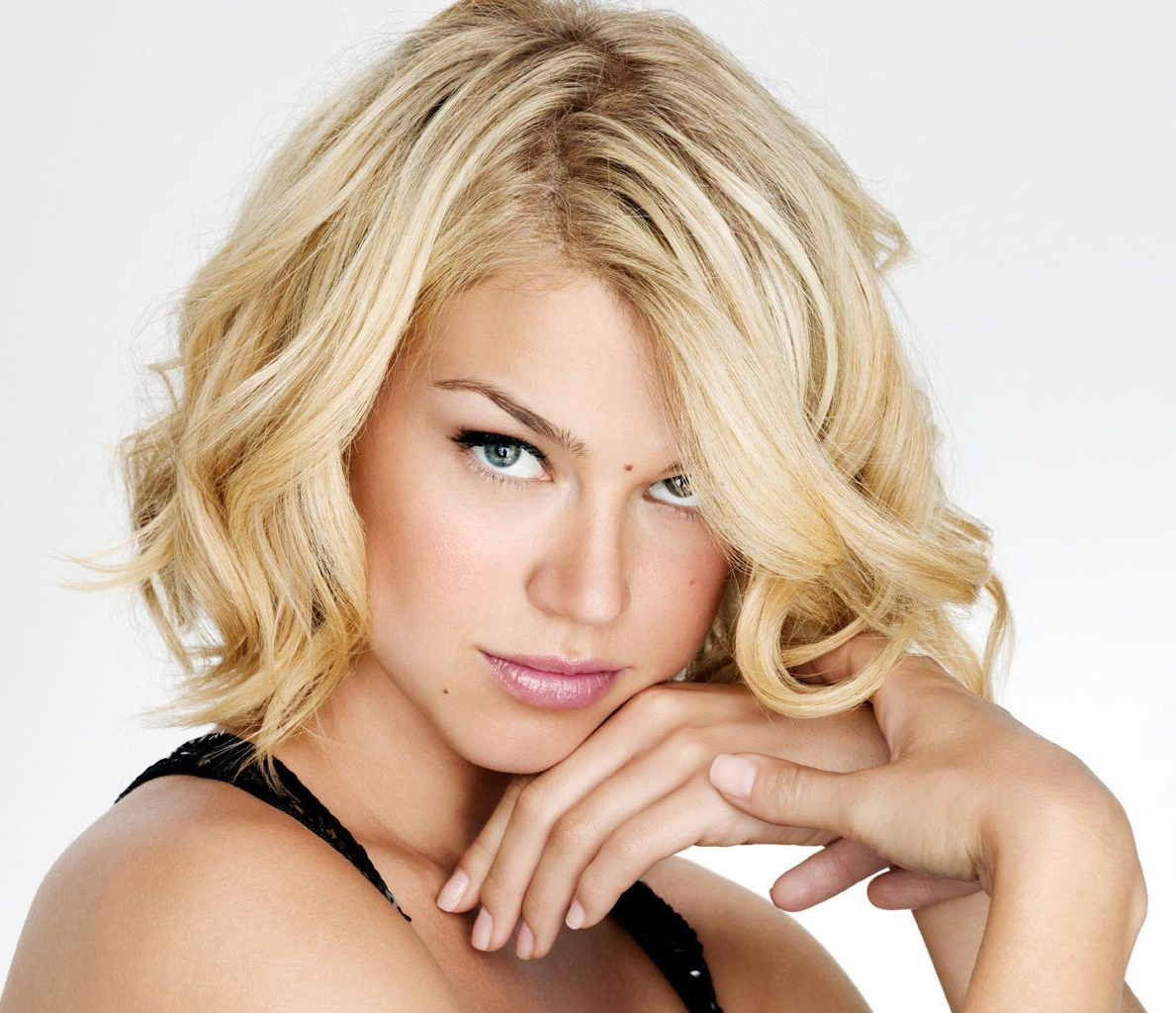 16 Flattering Haircuts For Long Face Shapes Within Short Haircuts For Thin Curly Hair (View 12 of 25)