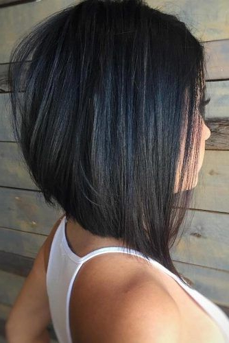 17 Modèles De Cheveux Mi Longs Les Plus Populaires | Cheveux With Regard To Angled Bob Hairstyles (View 2 of 25)