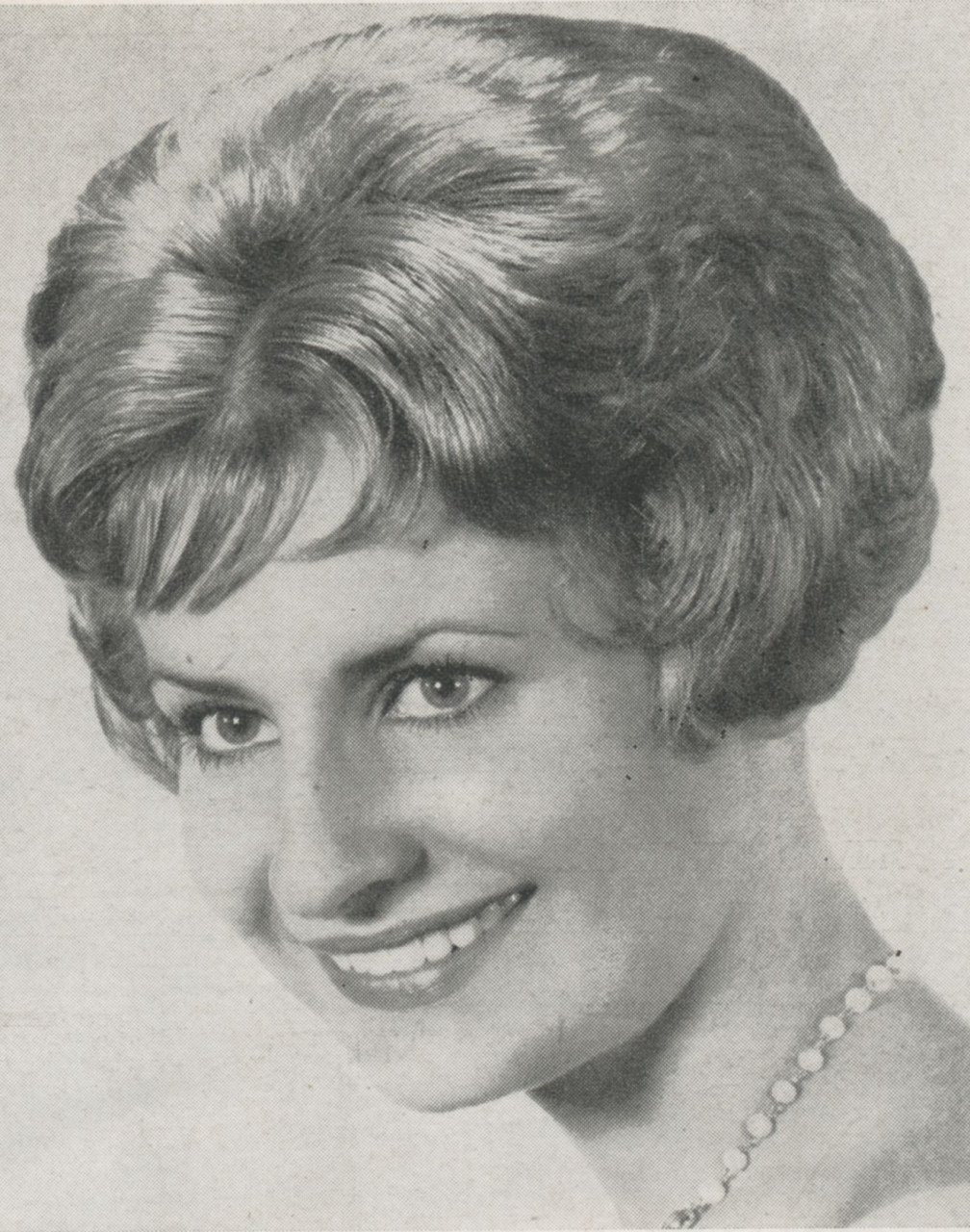 20 Back Views Of Short Hairstyles Awesome Pintristan On 1960S Within 1960S Short Hairstyles (View 19 of 25)