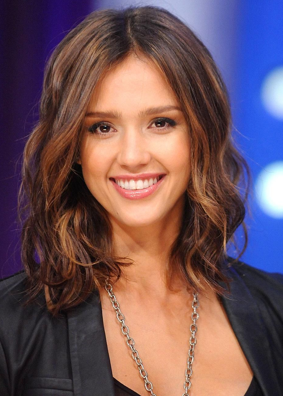 20 Feminine Short Haircuts For Wavy Hair: Easy Everyday Hairstyles With Jessica Alba Short Haircuts (View 3 of 25)