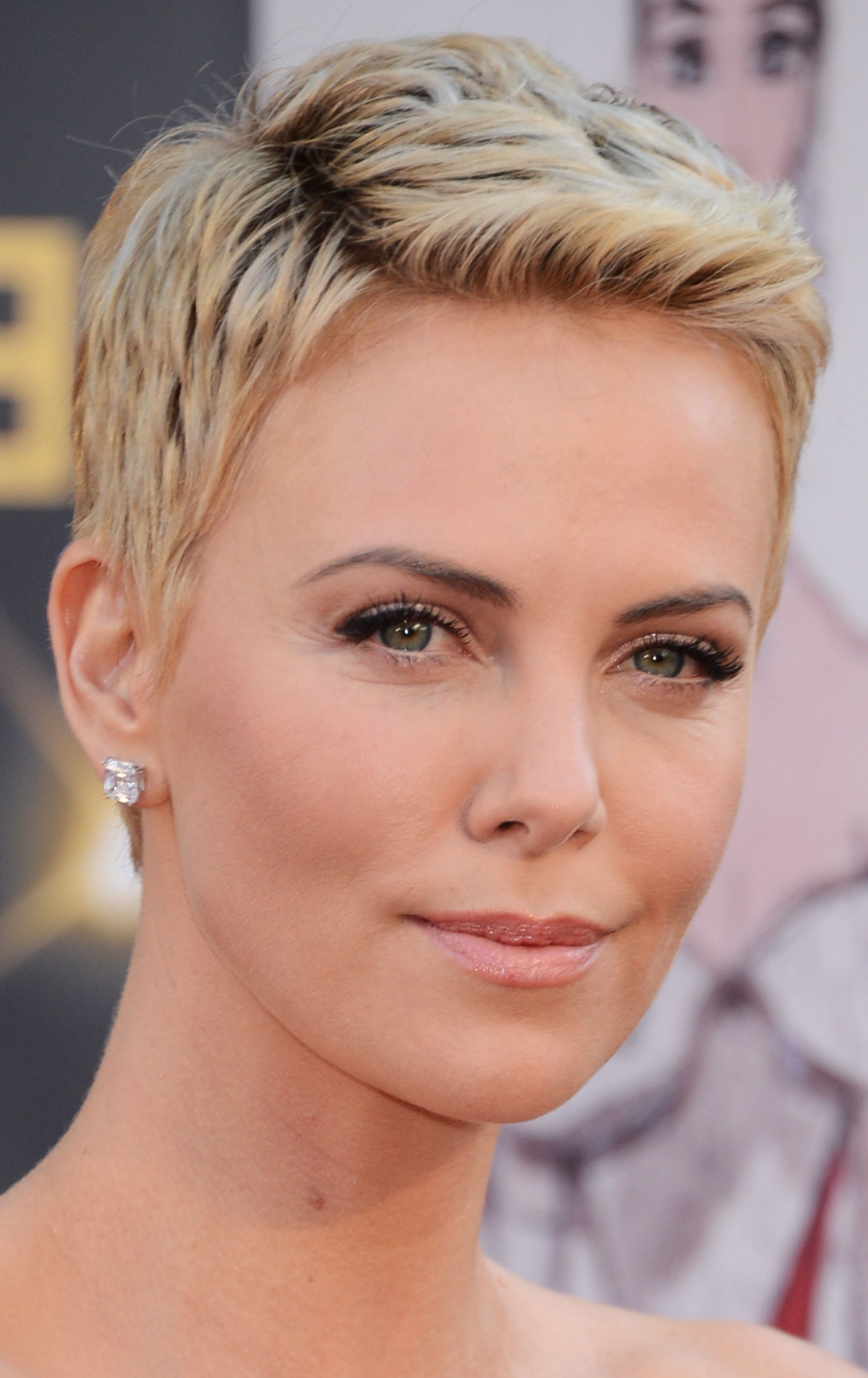 20 Flattering Hairstyles For Oval Faces | My Style | Pinterest Inside Short Haircuts For Women With Oval Faces (View 4 of 25)
