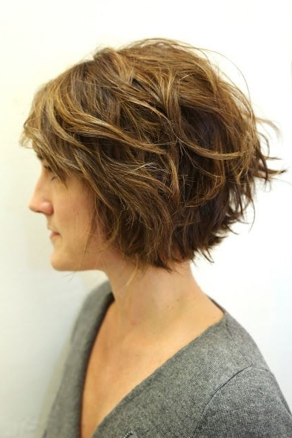 20 Hottest Short Wavy Hairstyles – Popular Haircuts For Short Wavy Haircuts With Messy Layers (View 7 of 25)