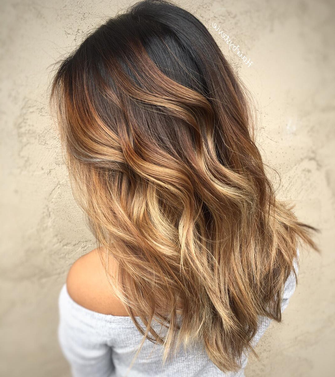 20 Sweet Caramel Balayage Hairstyles For Brunettes And Beyond For Curly Dark Brown Bob Hairstyles With Partial Balayage (View 22 of 25)