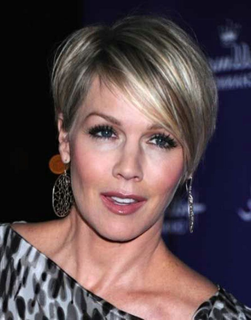 21 Short Hairstyles For Older Women To Try This Year – Feed Inspiration Inside Short Haircuts For Older Women (View 19 of 25)