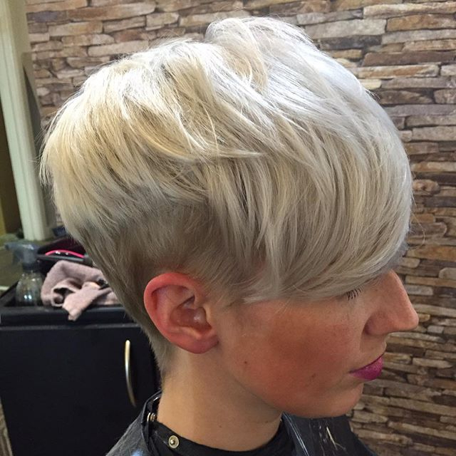 21 Stunning Long Pixie Cuts – Short Haircut Ideas For 2018 Pertaining To Side Parted White Blonde Pixie Bob Haircuts (View 5 of 25)