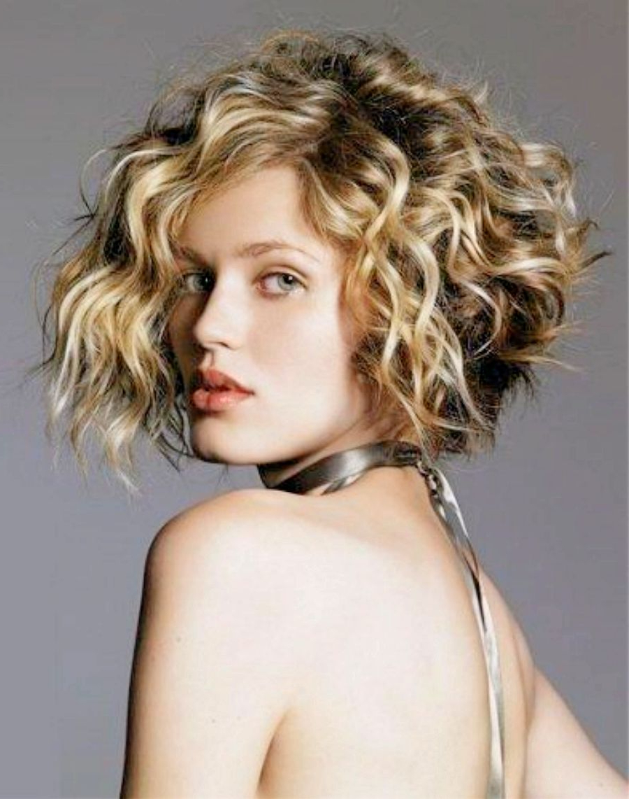 21 Stylish And Glamorous Curly Bob Hairstyle For Women – Haircuts For White Blonde Curly Layered Bob Hairstyles (View 7 of 25)