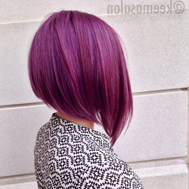 22 Popular Angled Bob Haircuts You'll Want To Copy – Hairstyles Weekly Within Extreme Angled Bob Haircuts With Pink Peek A Boos (View 16 of 25)