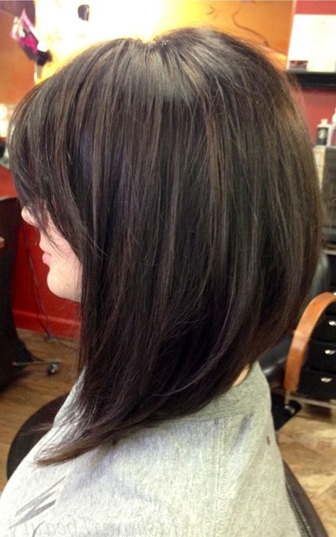 22 Popular Medium Hairstyles For Women 2018 – Shoulder Length Hair Intended For Voluminous Nape Length Inverted Bob Hairstyles (View 8 of 25)
