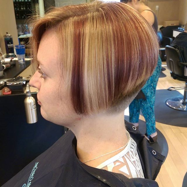 22 Stacked Bob Hairstyles For Your Trendy Casual Looks – Pretty Designs Throughout Short Razored Blonde Bob Haircuts With Gray Highlights (View 14 of 25)