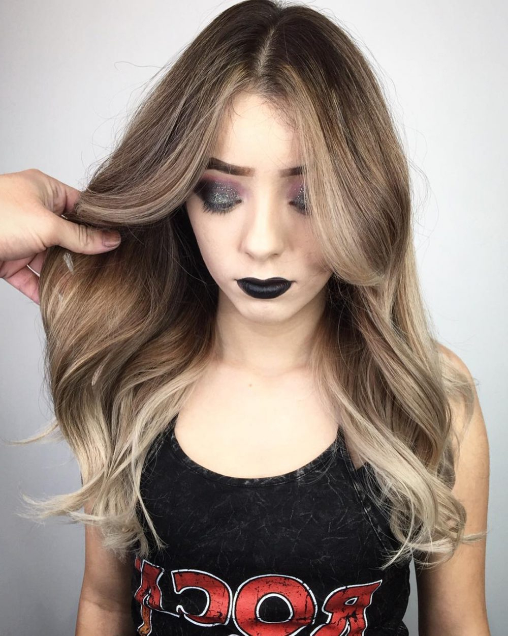 24 Flattering Middle Part Hairstyles In 2018 Intended For Side Parted Messy Bob Hairstyles For Wavy Hair (View 14 of 25)