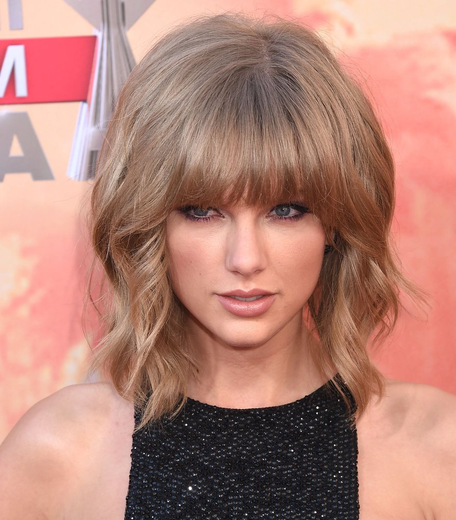 25 Classy Short Blonde Hairstyles To Look Special For Short Blonde Hair With Bangs (View 15 of 25)