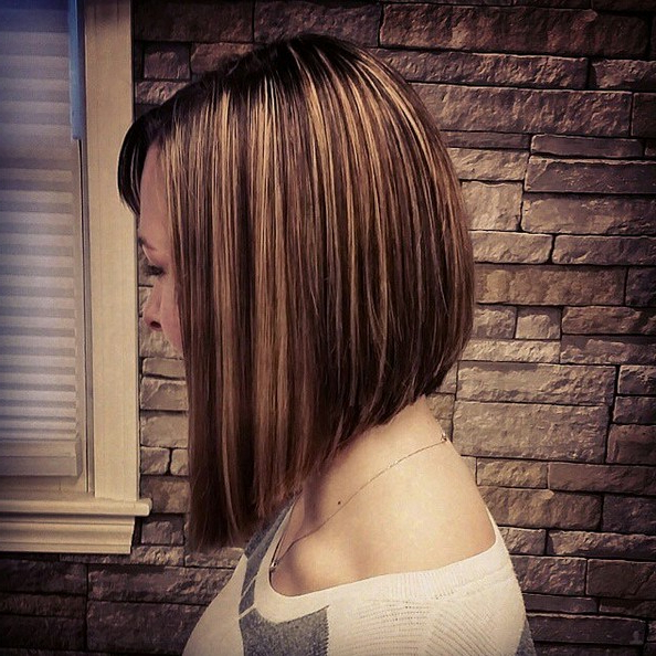 25 Super Chic Inverted Bob Hairstyles – Hairstyles Weekly Regarding Stacked Bob Hairstyles With Highlights (View 16 of 25)