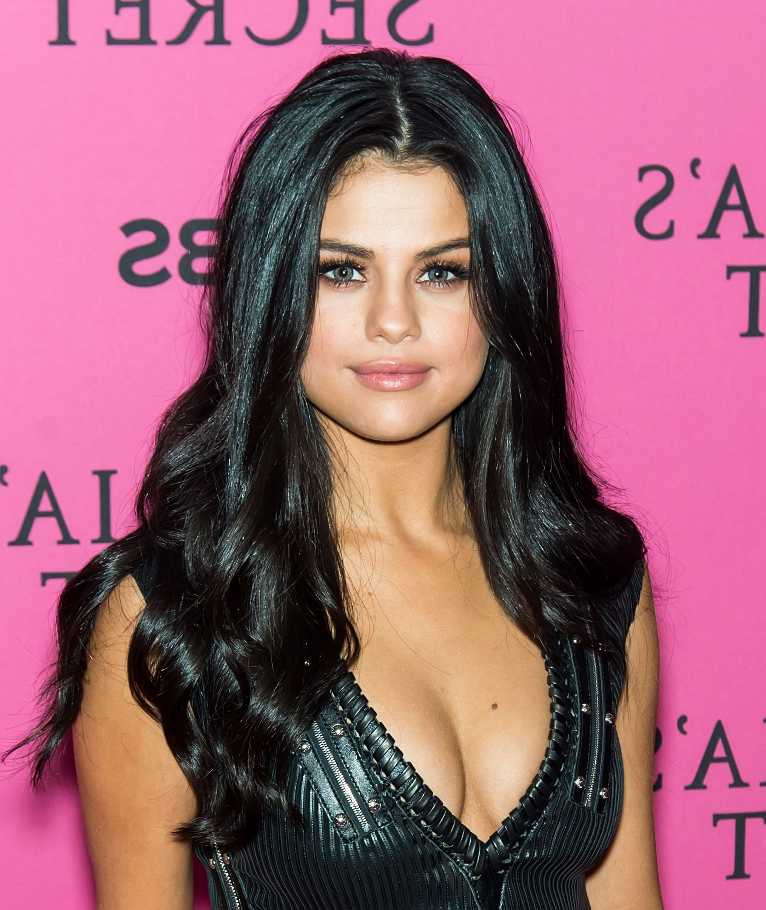 30+ Best Selena Gomez Hairstyles, From Short Hair And Shaved To Bangs In Selena Gomez Short Hairstyles (View 12 of 25)