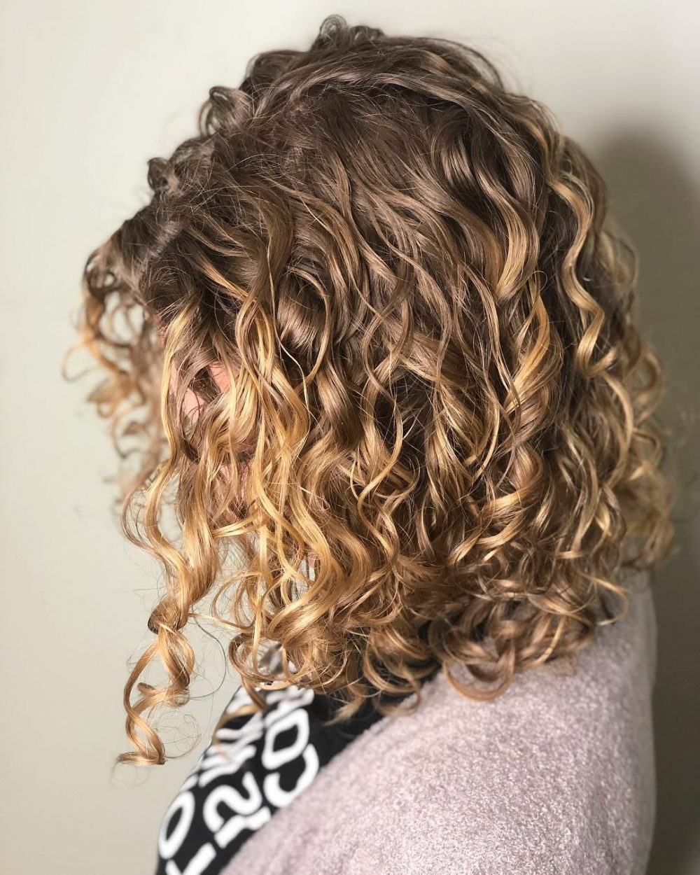 30 Gorgeous Medium Length Curly Hairstyles For Women In 2018 Within Simple Short Hairstyles With Scrunched Curls (View 11 of 25)