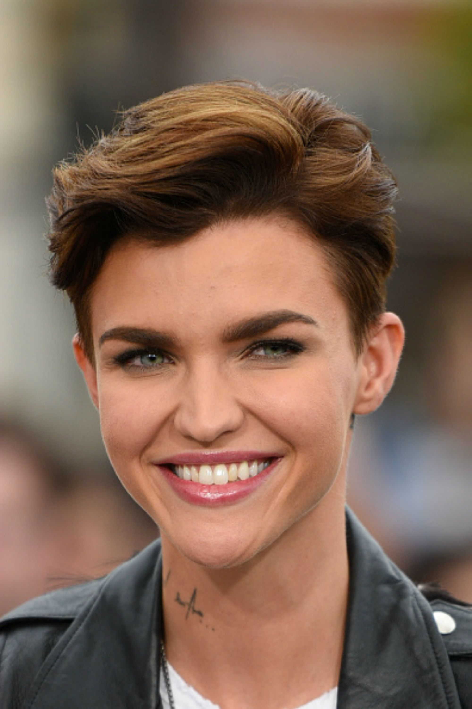 30 Short Hairstyles For Thick Hair 2017 – Women's Haircuts For Short With Super Short Hairstyles For Round Faces (View 3 of 25)