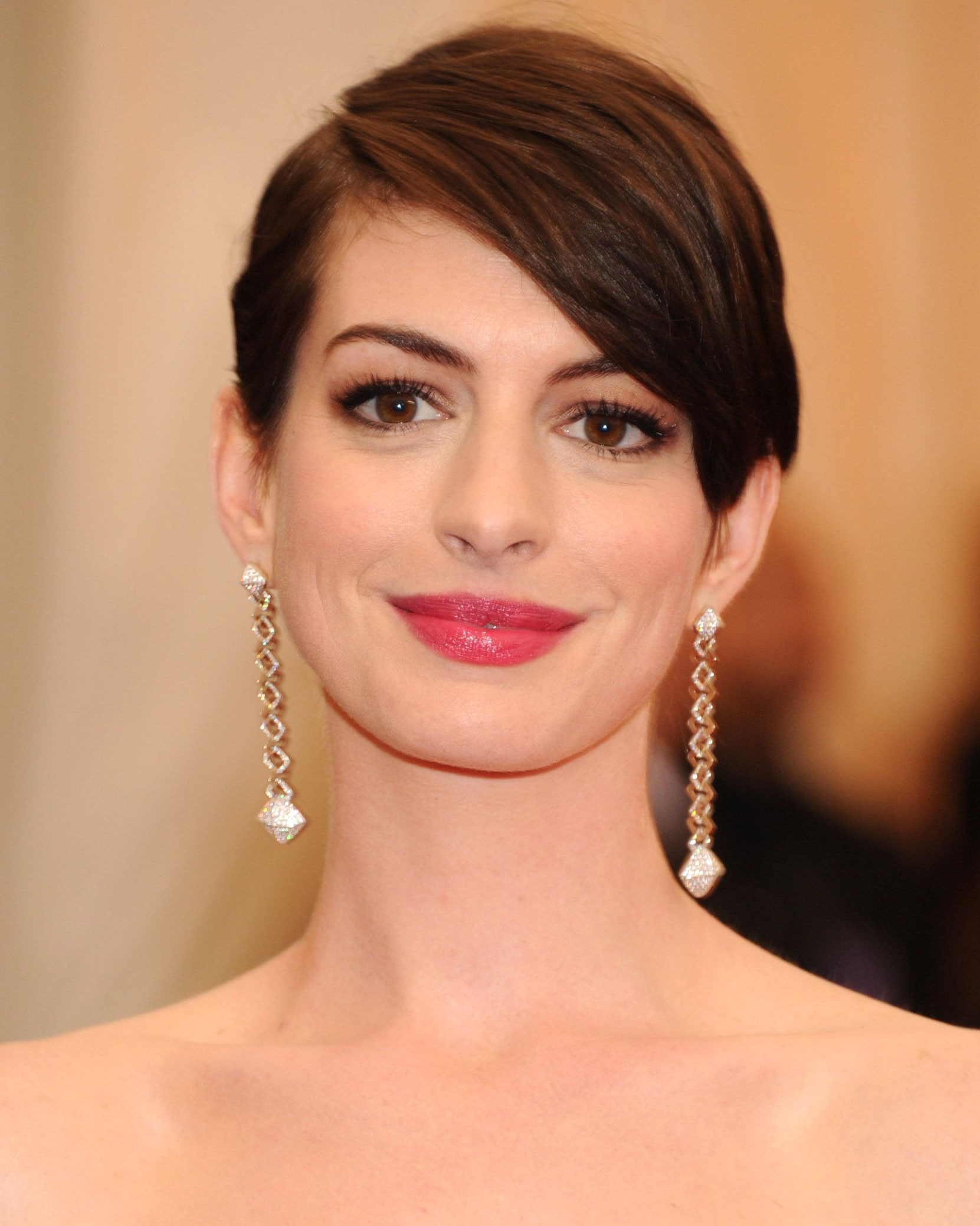 32 Best Short Hair Styles – Bobs, Pixie Cuts, And More Celebrity Within Anne Hathaway Short Haircuts (View 1 of 25)