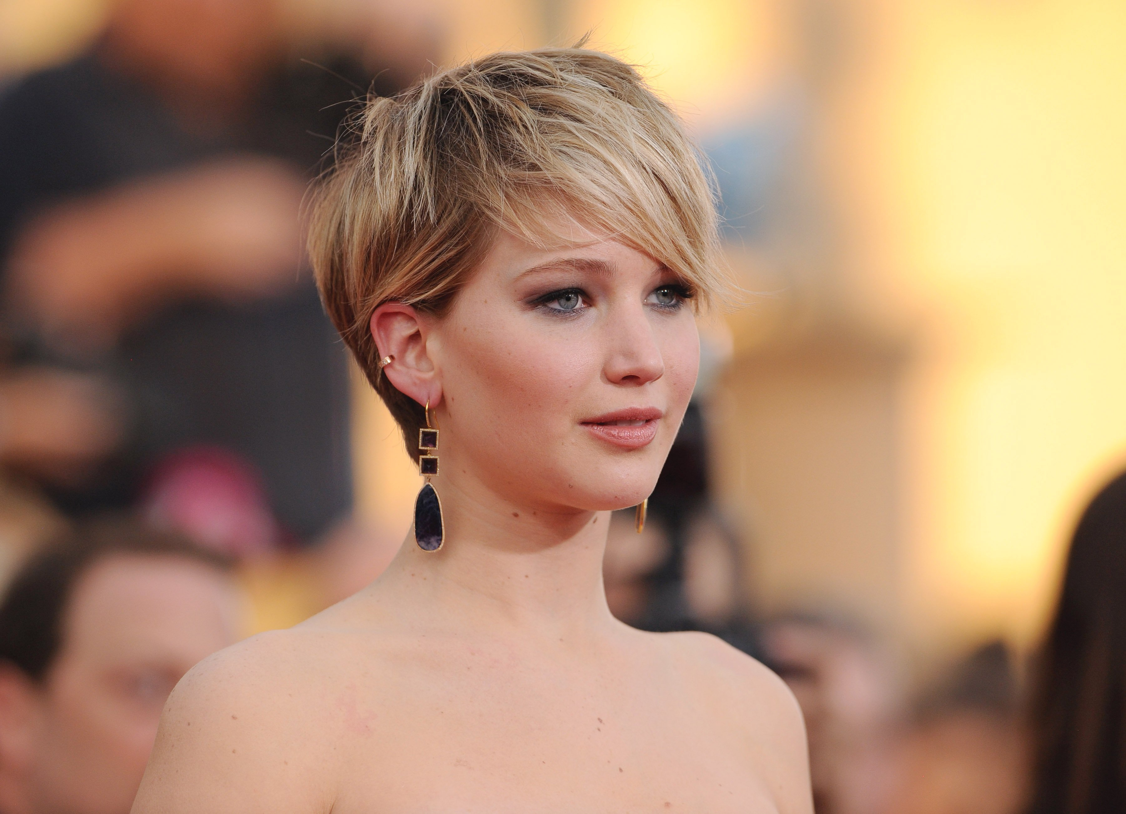 35 Fabulous Short Haircuts For Thick Hair Throughout Ladies Short Hairstyles For Thick Hair (View 12 of 25)