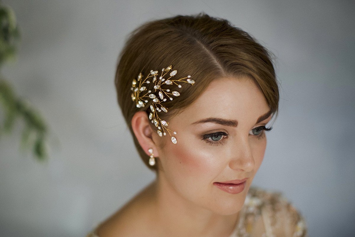 35 Modern Romantic Wedding Hairstyles For Short Hair Inside Hairstyles For Brides With Short Hair (View 3 of 25)