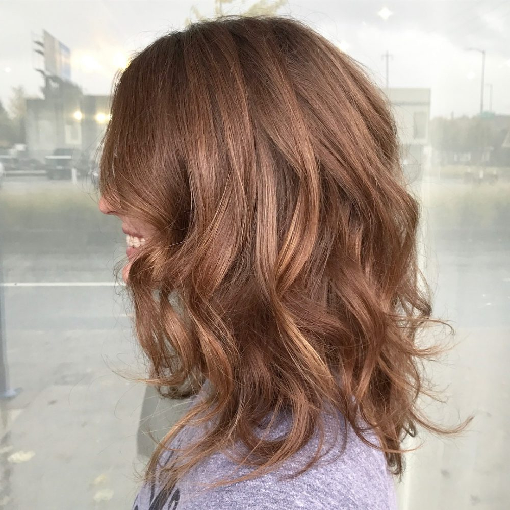 37 Chic Medium Length Wavy Hairstyles In 2018 Intended For Loosely Waved Messy Brunette Bob Hairstyles (View 15 of 25)