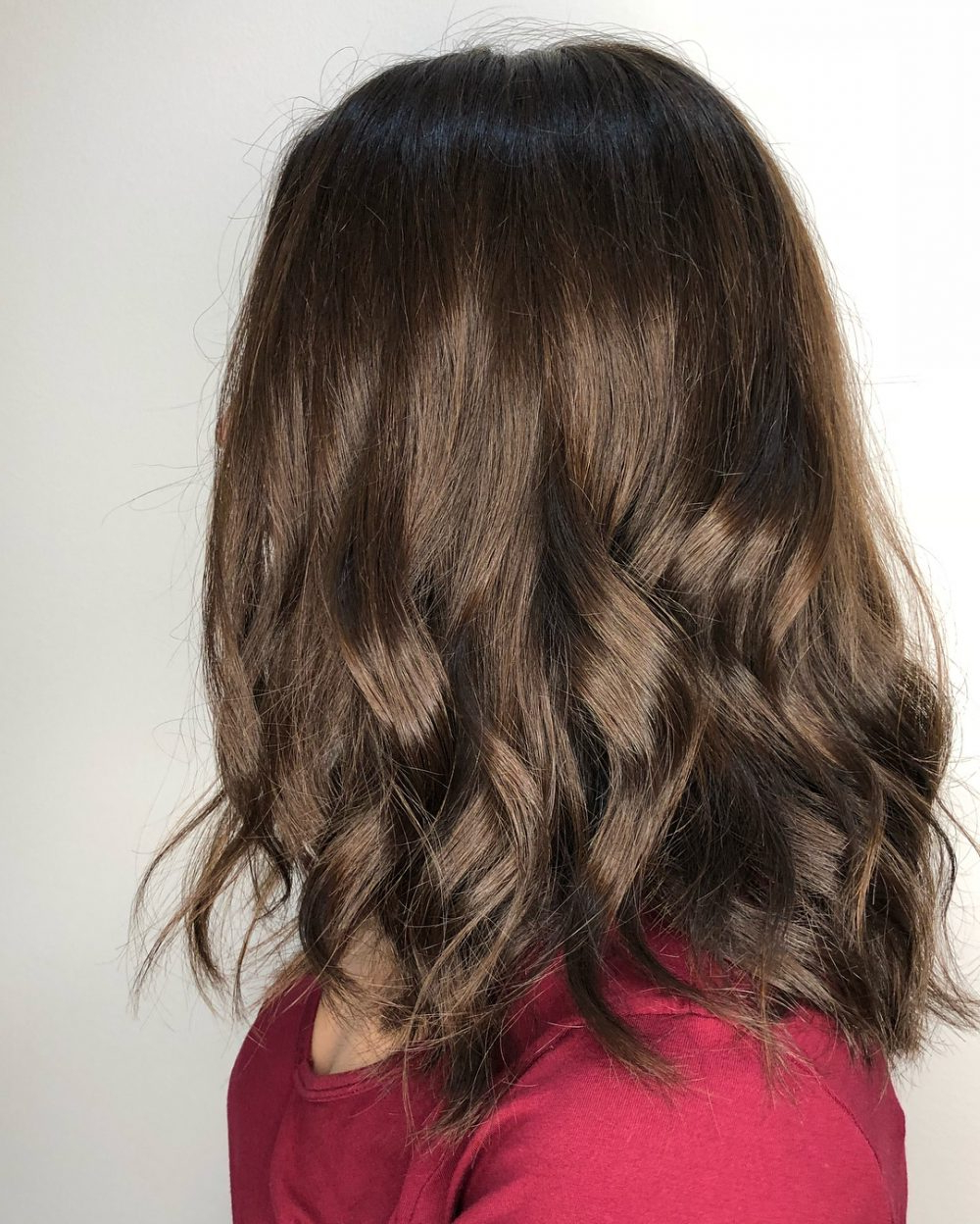 37 Chic Medium Length Wavy Hairstyles In 2018 With Regard To Loosely Waved Messy Brunette Bob Hairstyles (View 11 of 25)