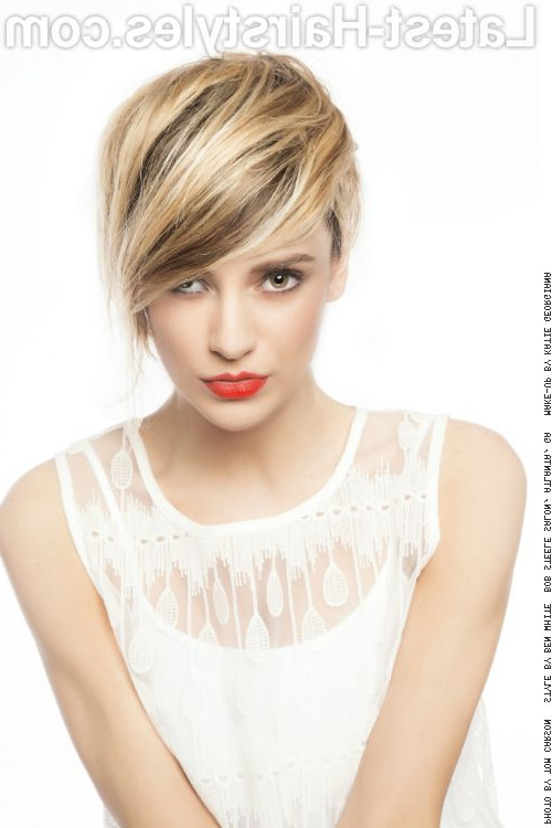 38 Top Blonde Highlights Of 2018 – Platinum, Ash, Dirty, Honey Throughout Dirty Blonde Pixie Hairstyles With Bright Highlights (View 15 of 25)