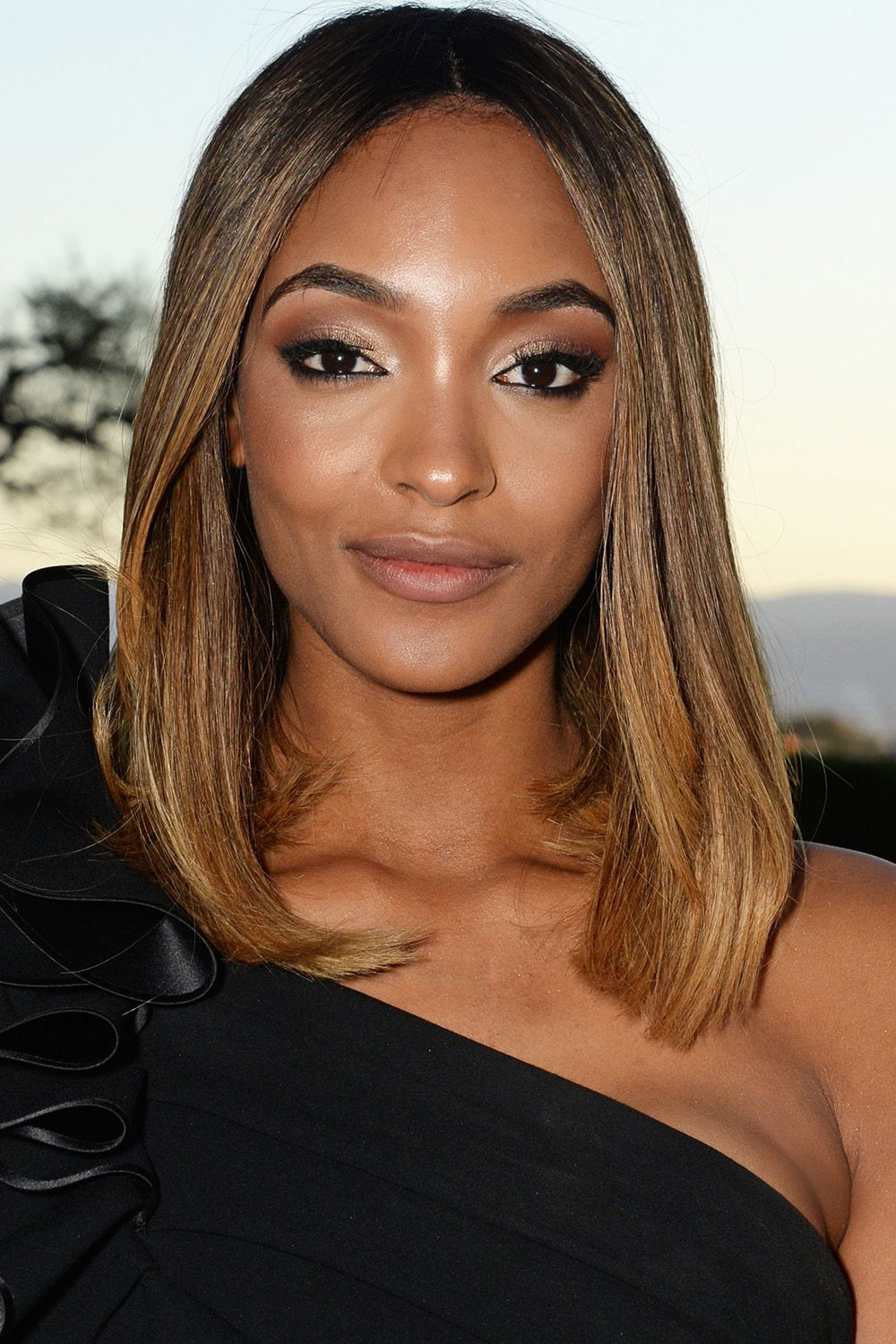 40 Best Medium Hairstyles – Celebrities With Shoulder Length Haircuts Inside Short Shoulder Length Hairstyles For Women (View 4 of 25)