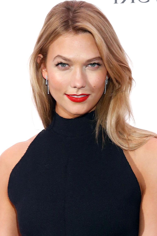 40 Best Medium Hairstyles – Celebrities With Shoulder Length Haircuts Regarding Karlie Kloss Short Haircuts (View 13 of 25)