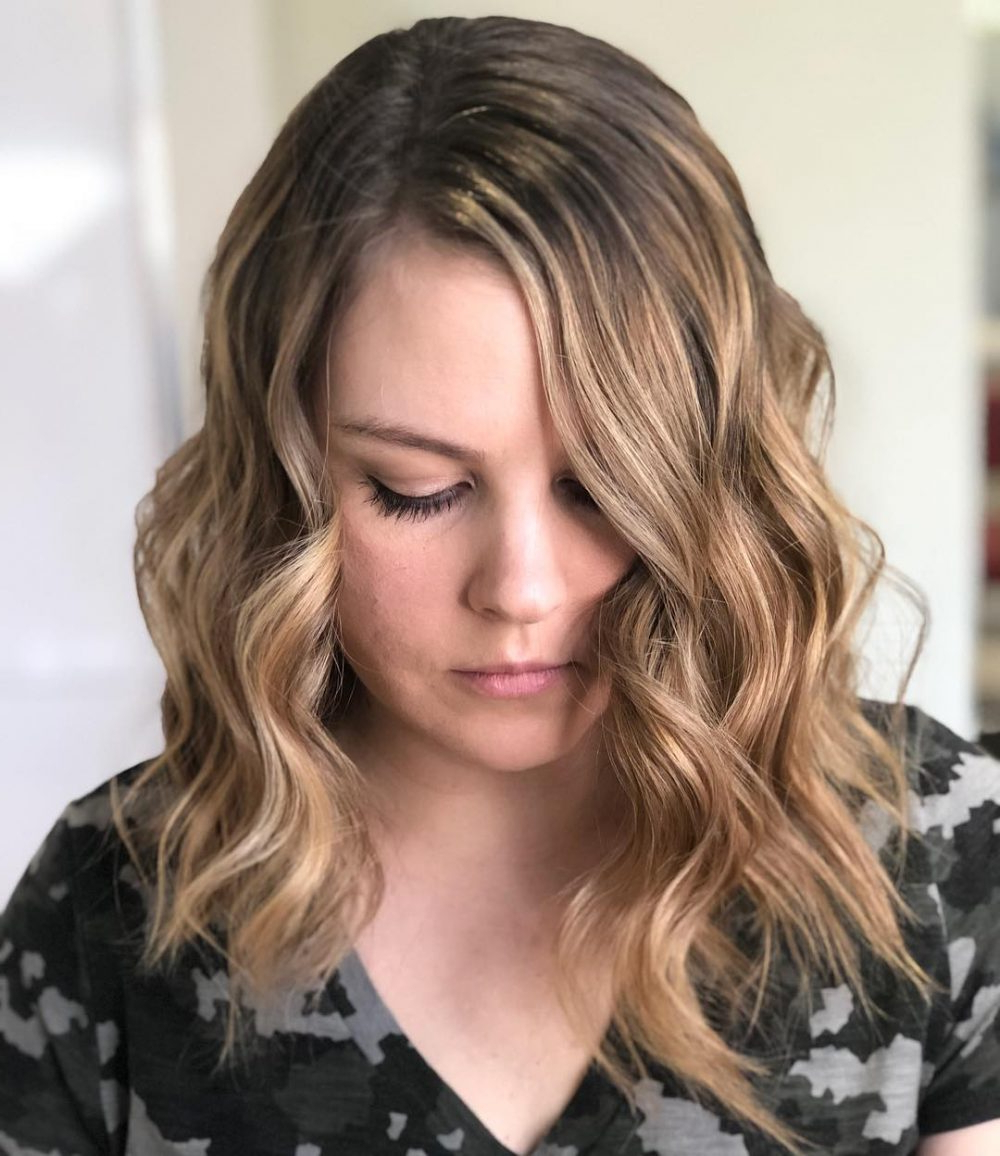 40 Gorgeous And Easy Medium To Shoulder Length Bob Haircuts In Edgy Brunette Bob Hairstyles With Glossy Waves (View 14 of 25)