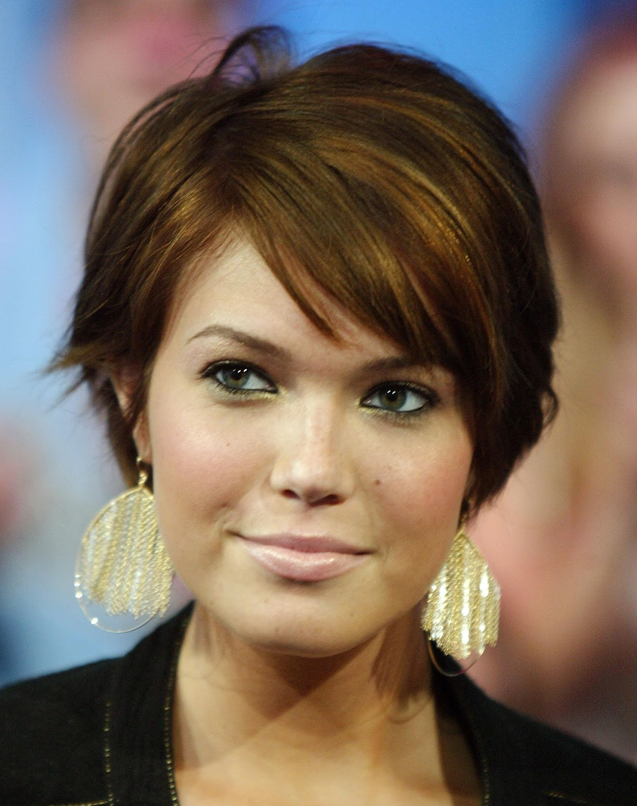 43 Short Haircuts For Round Face Women | Hairstylo For Short Hairstyles With Bangs For Round Face (View 18 of 25)