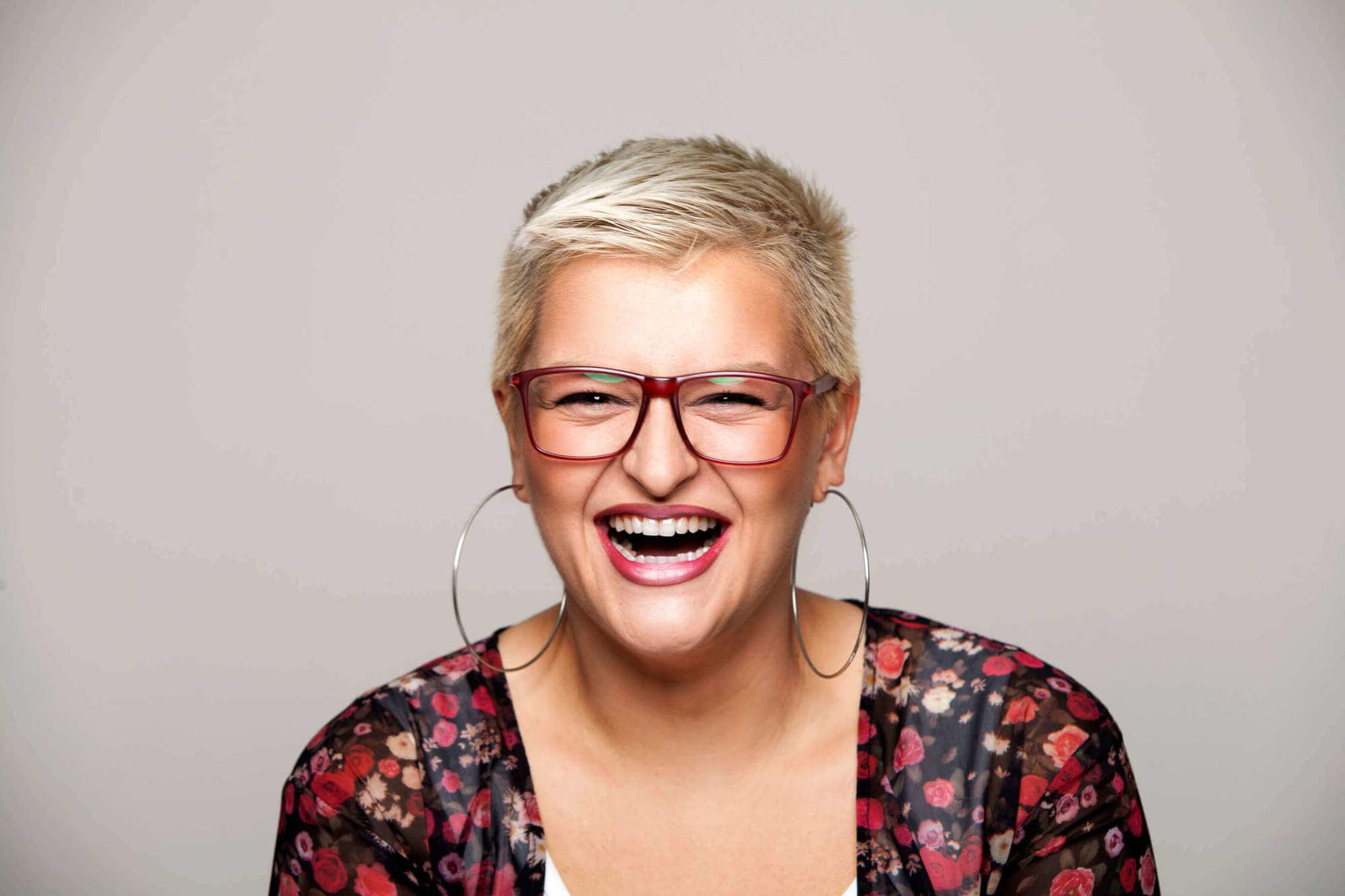 5 Cool Shoulder Length And Short Haircuts For Women Over 40 Intended For Short Haircuts For Women Who Wear Glasses (View 19 of 25)