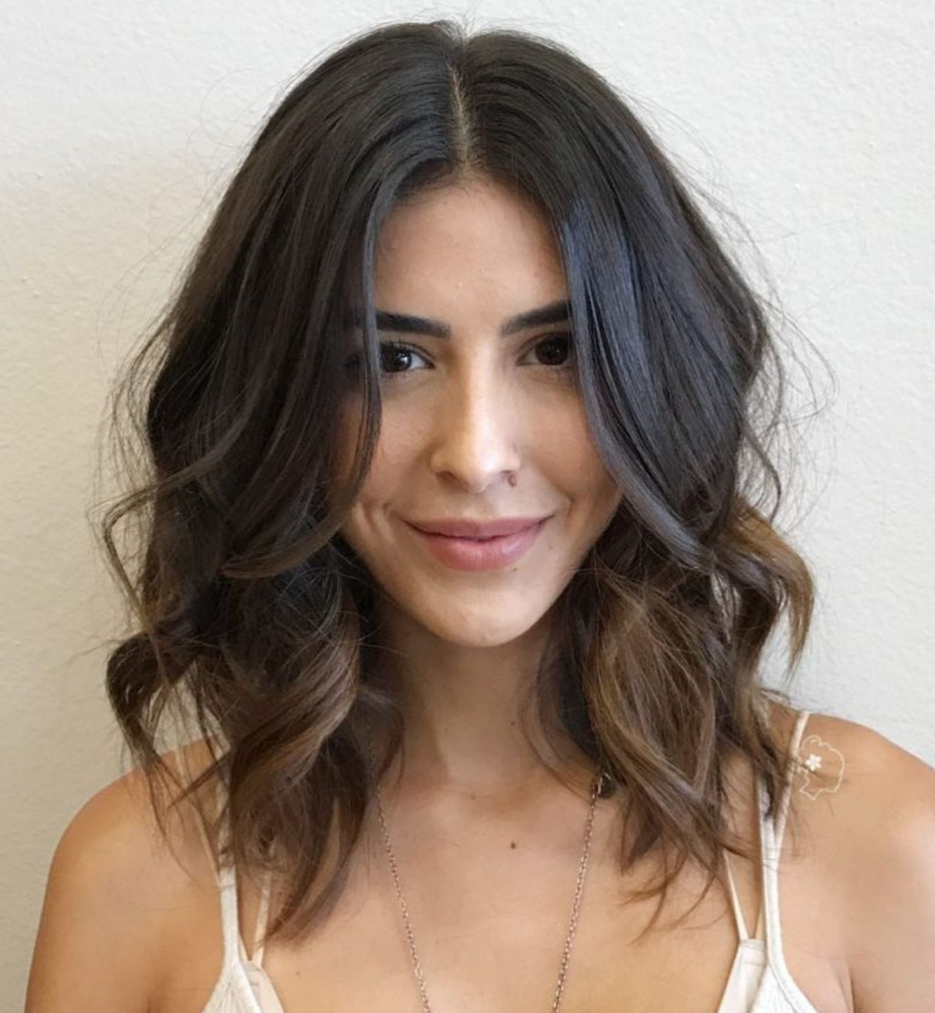 50 Gorgeous Wavy Bob Hairstyles With An Extra Touch Of Femininity Within Loosely Waved Messy Brunette Bob Hairstyles (View 10 of 25)