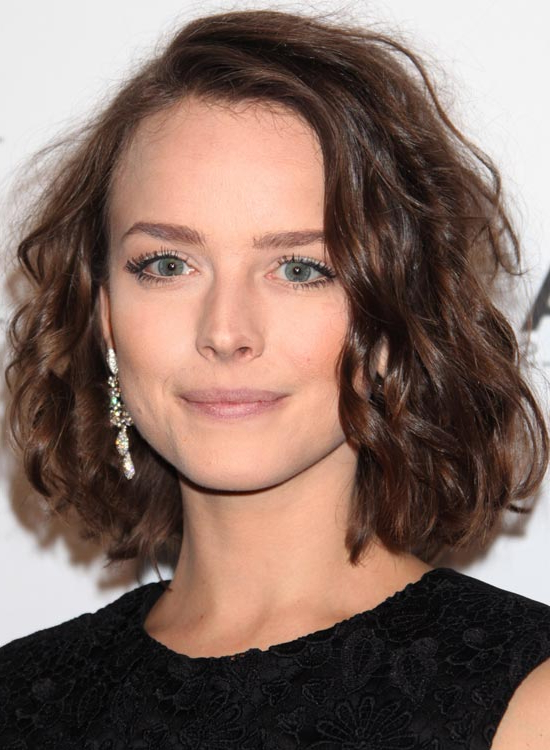 50 Messy Short Bob Hairstyle To Make You Look Uber Chic For Brunette Bob Haircuts With Curled Ends (View 22 of 25)