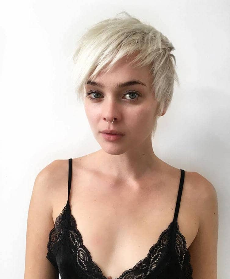 50 Ways To Wear Short Hair With Bangs For A Fresh New Look Inside Sunny Blonde Finely Chopped Pixie Haircuts (View 25 of 25)