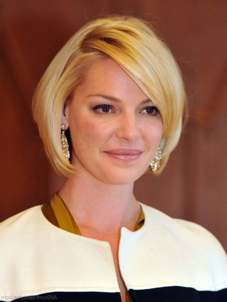 57 Cool Short Bob Hairstyle With Side Swept Bands Inside Inverted Bob Hairstyles With Swoopy Layers (View 24 of 25)