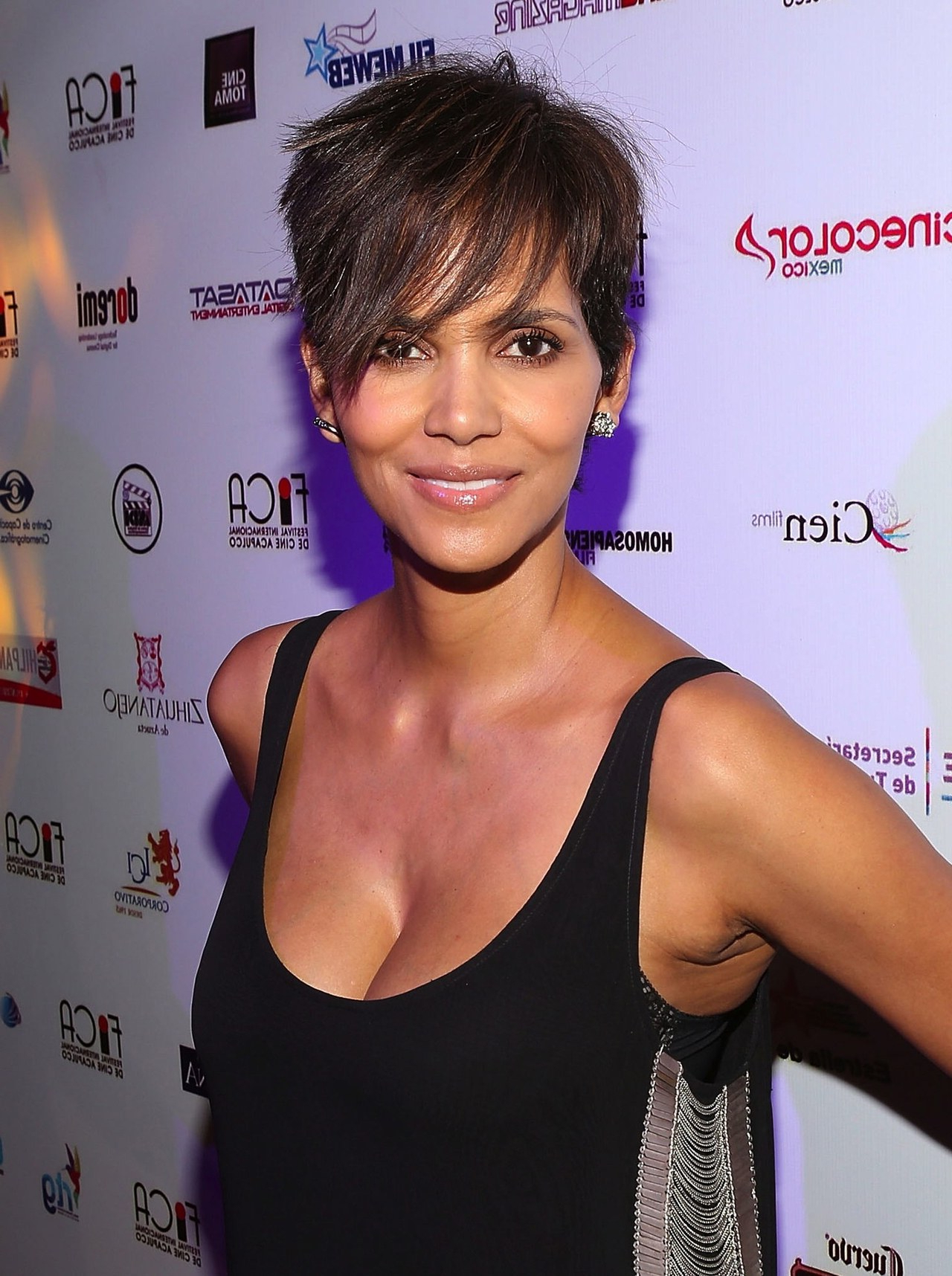 6 Reasons Guys Like Girls With Short Hair   Glamour With Short Haircuts That Cover Your Ears (Gallery 7 of 25)