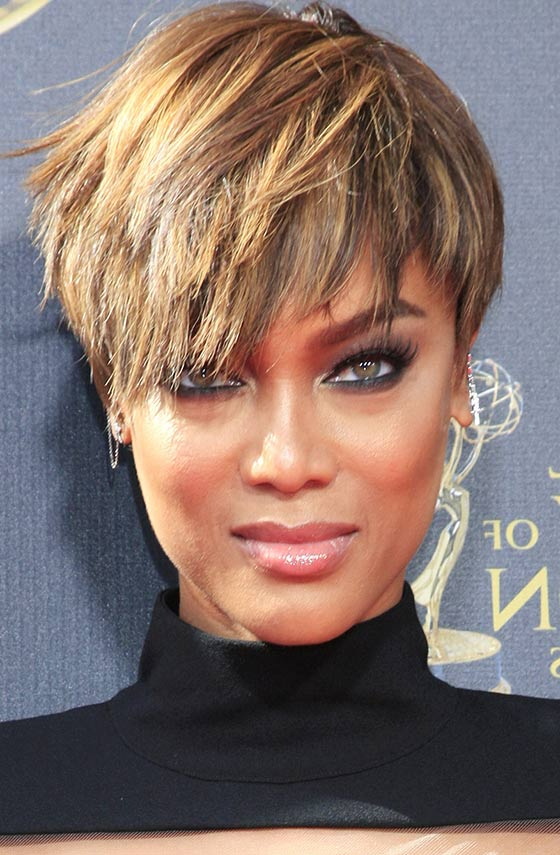 60 Bob Haircuts For Black Women For Pixie Bob Hairstyles With Golden Blonde Feathers (View 15 of 25)