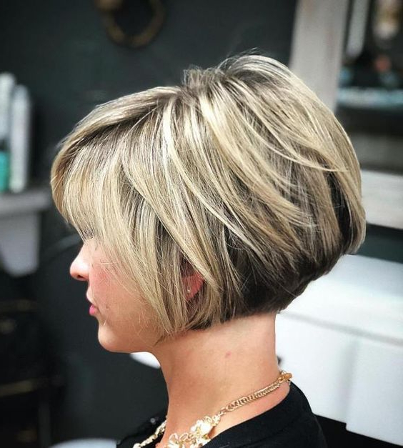 60 Layered Bob Styles: Modern Haircuts With Layers For Any Occasion For Two Tone Curly Bob Haircuts With Nape Undercut (Gallery 4 of 25)