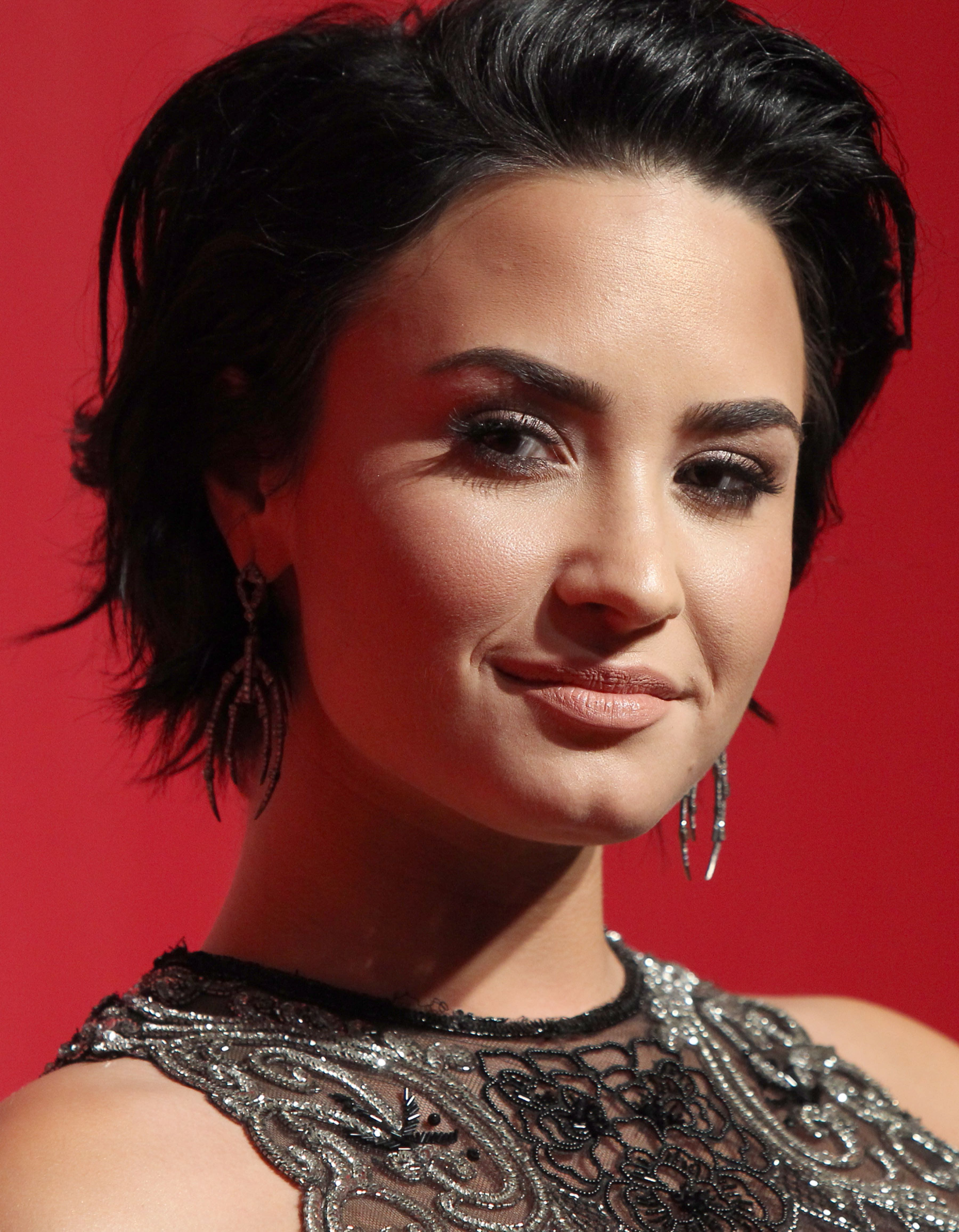 64 Short Hairstyles That Will Make You Want To Chop It All Off For Demi Lovato Short Hairstyles (View 24 of 25)