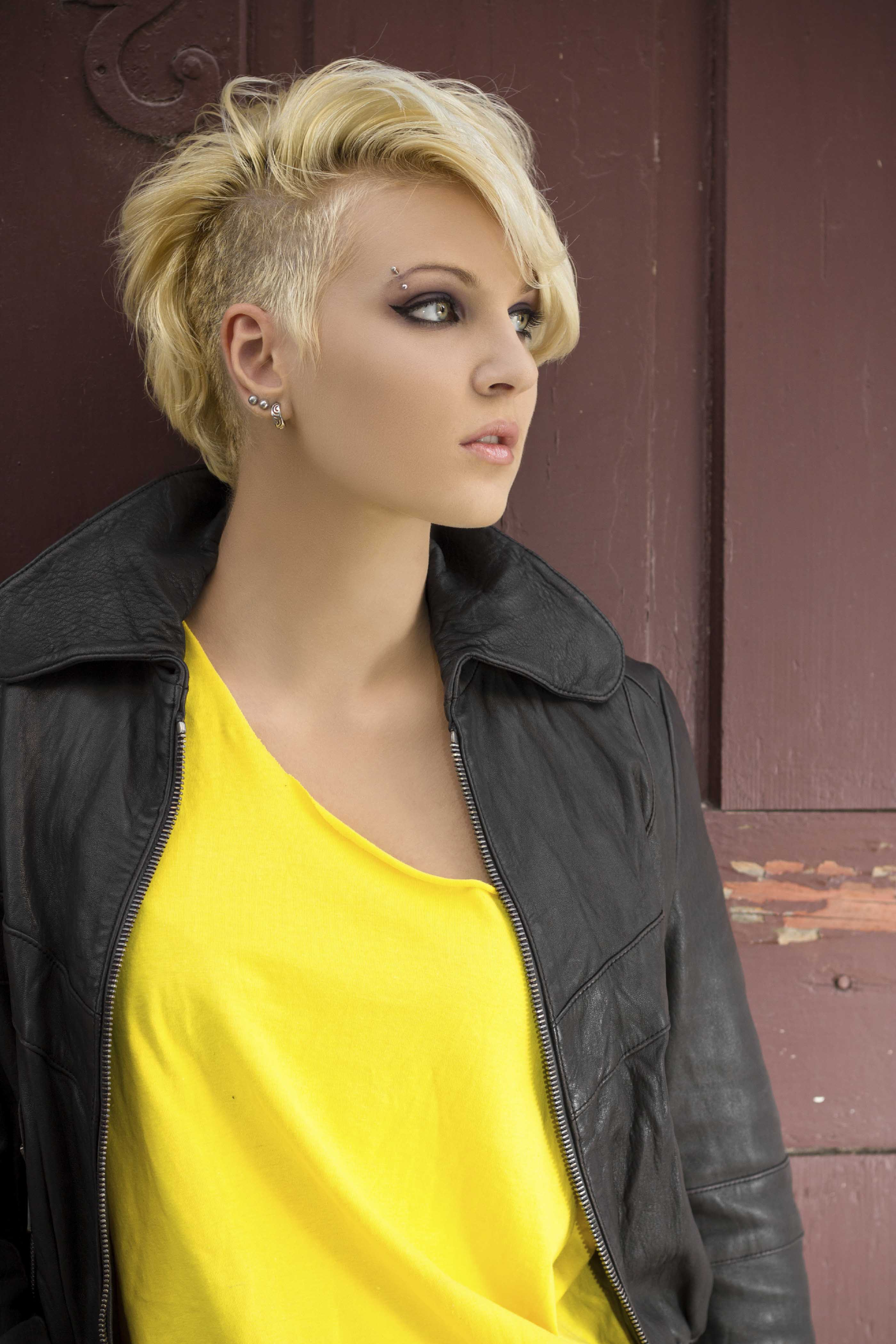 8 Fashionable Mohawk Hairstyles For Women: From Haute To Head Turning For Short Hairstyles One Side Shaved (View 20 of 25)
