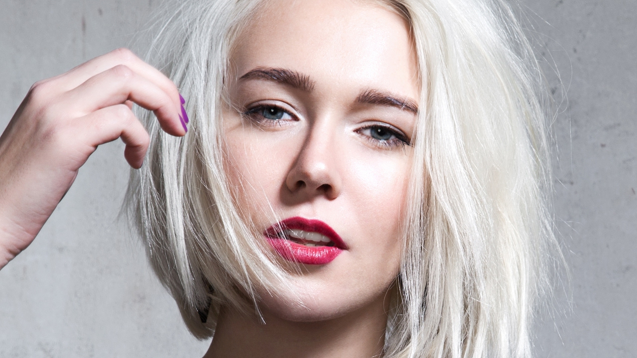 8 Hair Mistakes That Make You Look Older – Youtube Inside Short Haircuts To Make You Look Younger (Gallery 14 of 25)