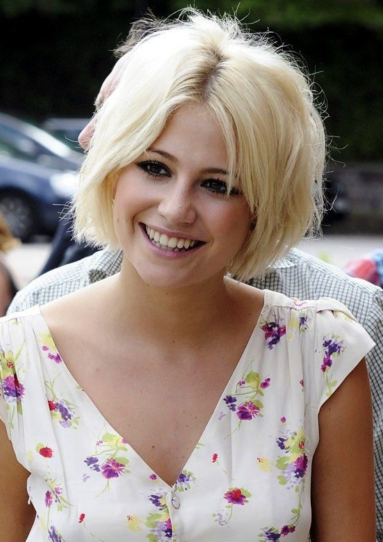 80+ Popular Short Haircuts 2018 For Women | Styles Weekly With Regard To Side Parted White Blonde Pixie Bob Haircuts (Gallery 16 of 25)
