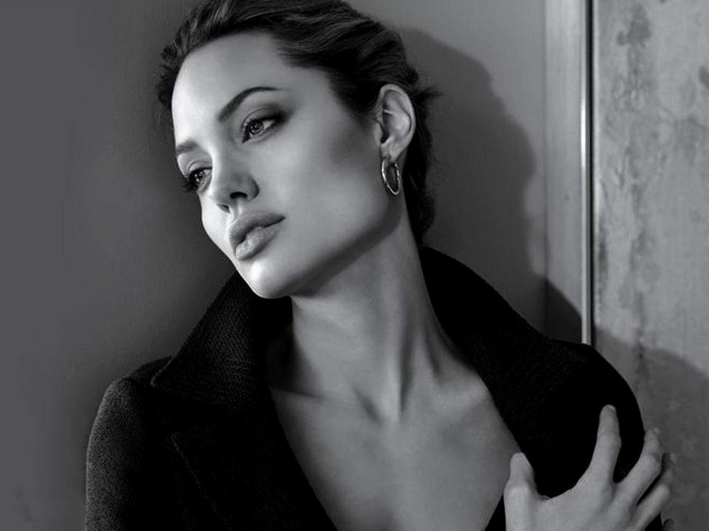 Angelina Jolie 2012: Angelina Jolie Short Hairstyles 2012 For Angelina Jolie Short Hairstyles (Gallery 3 of 25)